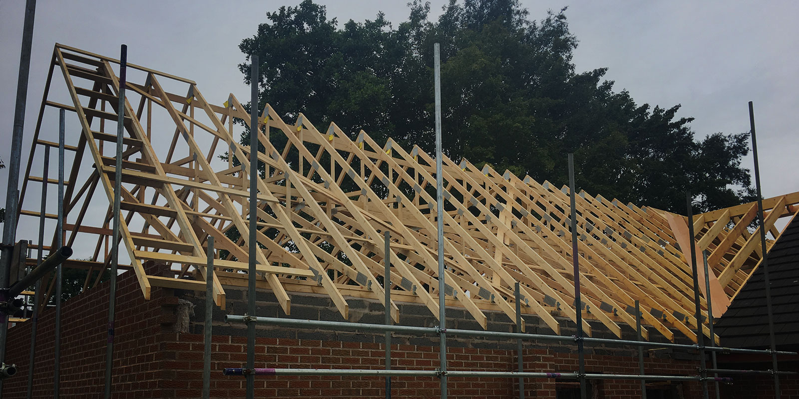 Roof truss fitting and installation cheshire roof trusses for Roof trusses installation